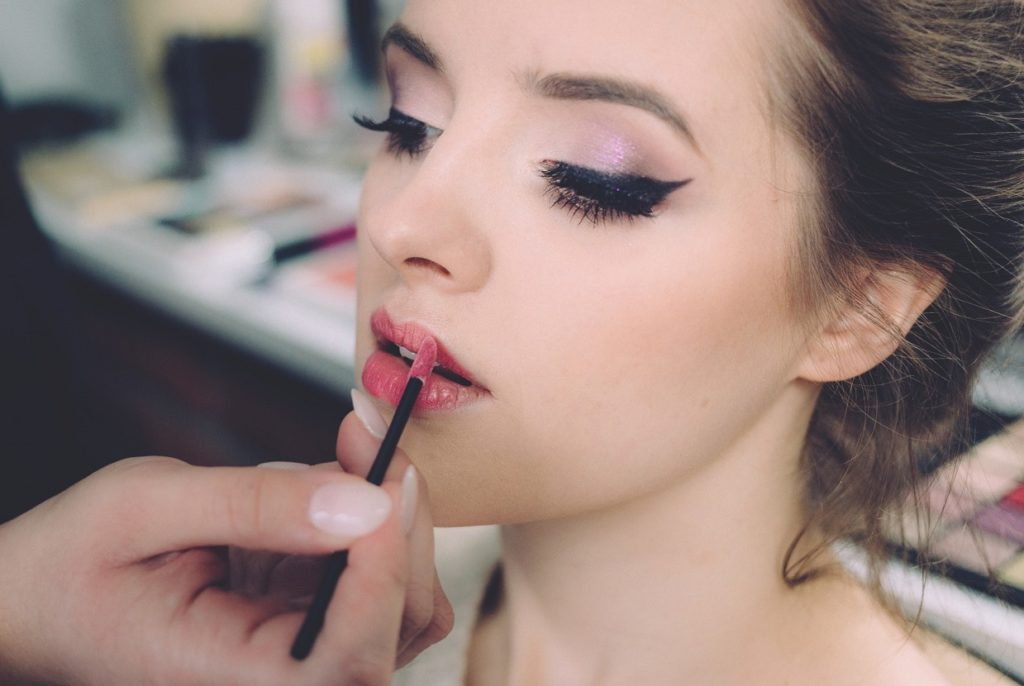 The Great Makeup Debate – How Much Is Too Much? - La Beeby